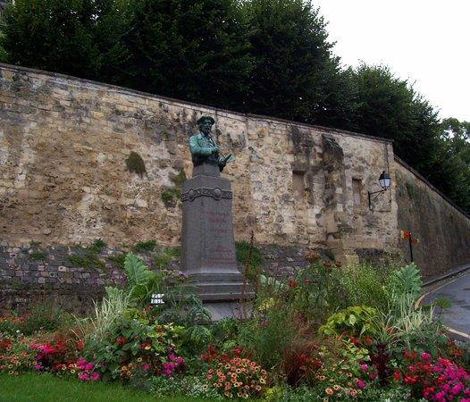 Daubigny memorial picture of maison auberge de van gogh for Auberge de la maison tripadvisor