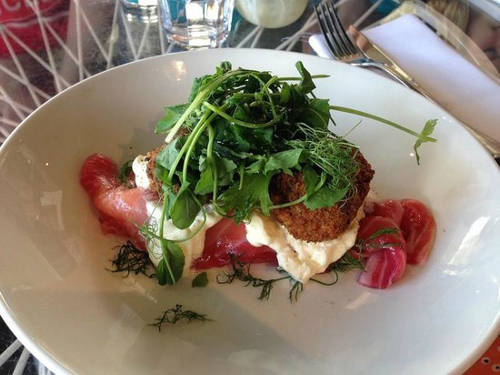 Takapuna Beach Cafe: Beetroot & honey cured salmon, dill croquettes & créme fraiche