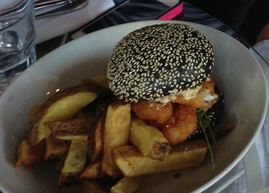 Takapuna Beach Cafe: Red snapper burger; chili ailoi, agria chips - bun colored with squid ink!