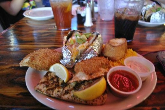 Moby Dick's: Yummy..... Mahi Mahi crab cakes and potato  Can't go wrong.