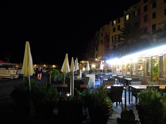Affittacamere La Darsena : The town at night