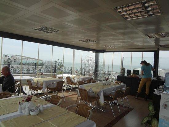 Hotel Aslan Istanbul: веранда завтраков