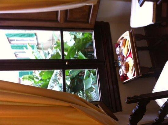 Soggiorno Panerai: Breakfast by the window
