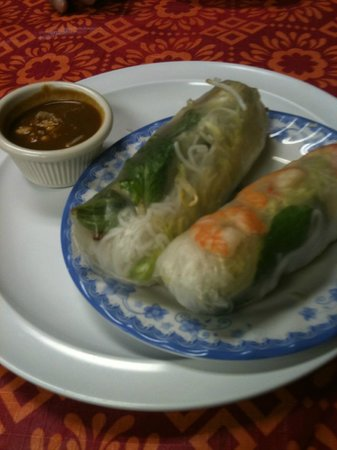 Little Saigon 78 Vietnamese Restaurant: Giant spring rolls with delicious peanut sauce.