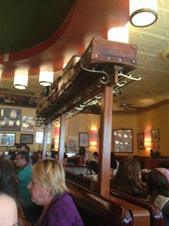Pigalle : Restaurant indoors