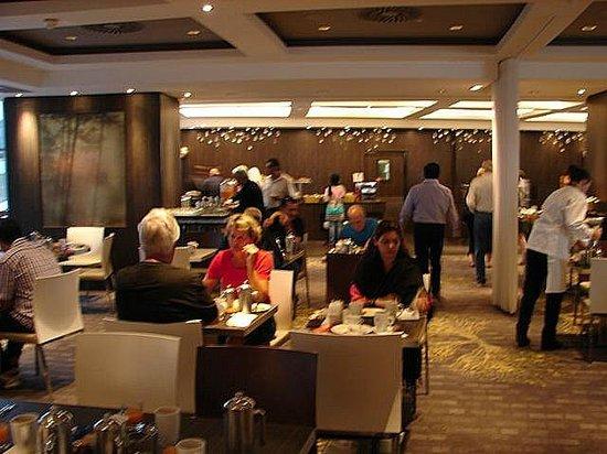 Le Meridien Etoile : Breakfast buffet