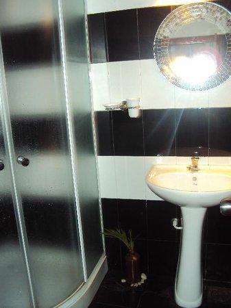 Saman's Guesthouse: Bathroom