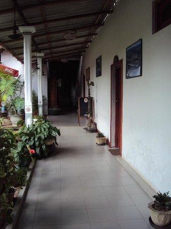 Saman's Guesthouse: Hallway