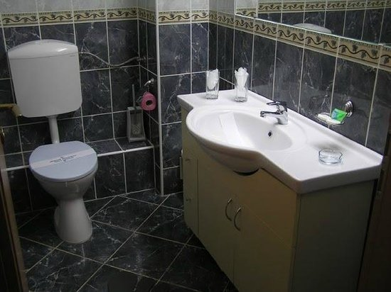 Hotel Forum Ploiesti: Hotel Forum Bathroom