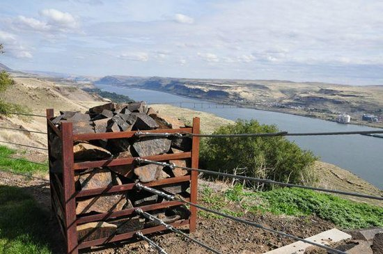 Maryhill Museum of Art: A view from the museum grounds