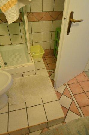 Mini Hotel B&B Spiraglio: il bagno: attenti allo scalino !!!