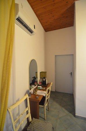 Mini Hotel B&B Spiraglio : l'ingresso della camera (la porta di ingresso)