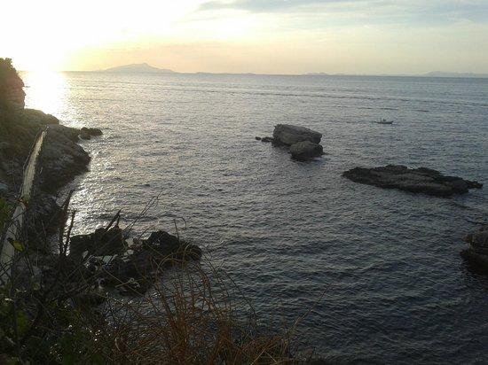 Bagni della Regina Giovanna: tramonto con Vesuvio