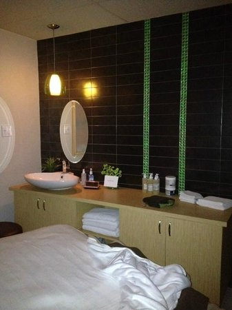 Delta Trois-Rivieres Hotel and Conference Center : spa salle de massage (centre tonix)