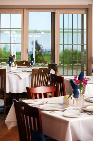 Harbor Fish Market and Grille : Waterfront dining!