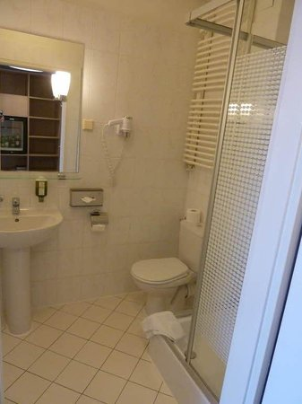 MDM Hotel: Bathroom