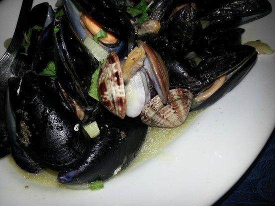 la vecchia taverna: Sauté of mussels and clams