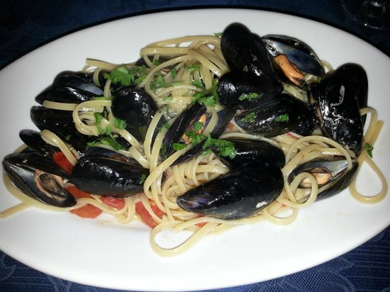 la vecchia taverna: Pasta with Mussels and clams