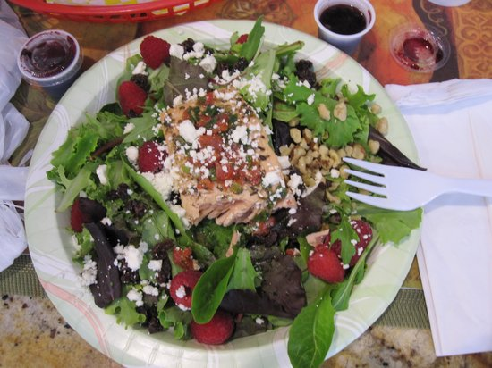 Meals From The Heart Cafe: Delicious salmon salad!