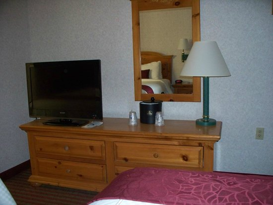 BEST WESTERN PLUS Executive Suites: Well laid out furniture