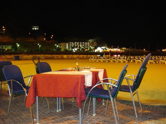 Hotel Revoli: Golden Beach restaurant on beach