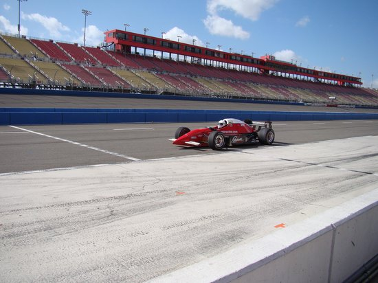 Auto Club Speedway: The track & Indy style car