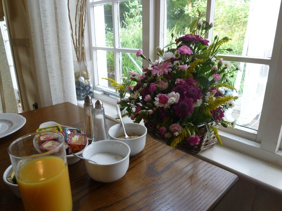Tudor Lodge Jameston: fresh flowers