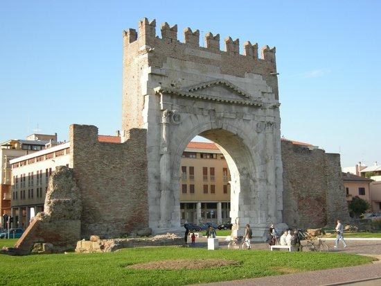 Arco d'Augusto : Arco d' Augusto - Rimini
