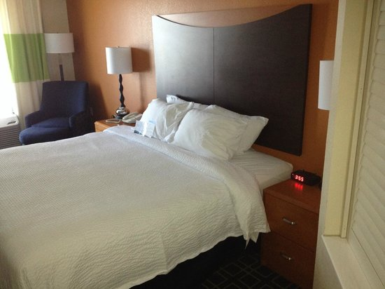 Fairfield Inn & Suites Muskegon Norton Shores: Bed