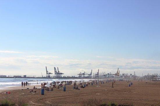 Veduta del porto e della spiaggia foto di playa de la for Spiaggia malvarrosa valencia
