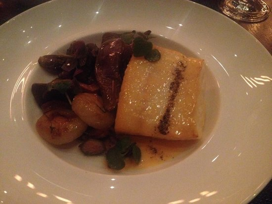 Colicchio & Sons Tap Room : halibut