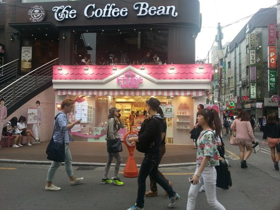 KPOPSTAY: You will pass this as you head towards ARITAUM, coffee bean is on your right, walk up the hill u