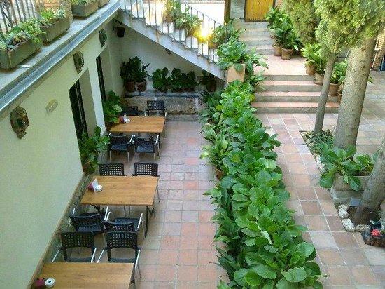 Patio andaluz picture of restaurante asador los jardines de lorca alfacar tripadvisor - Los jardines de lorca ...