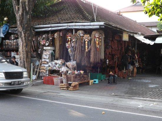 Kuta Art Markets: Artesanías en Kuta.