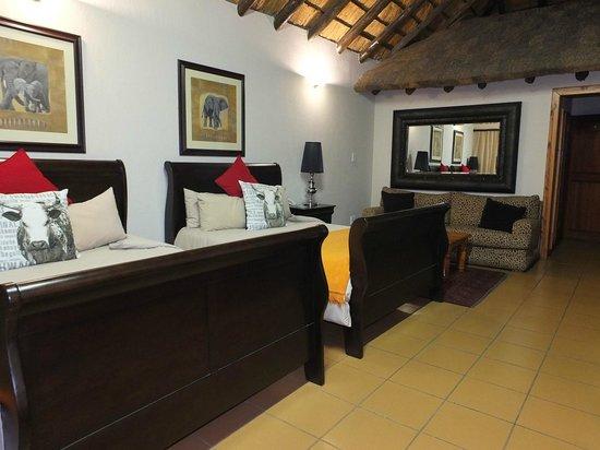 Zulu Nyala Country Manor: La chambre très spacieuse