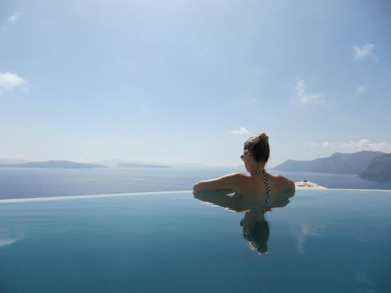 Pezoules: Breathtaking view from the infinity pool