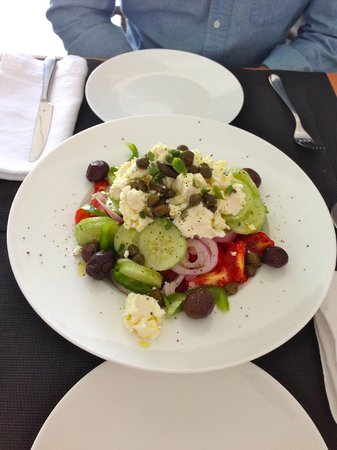 Pezoules : A true Greek salad