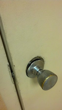 Motel 6 Chambersburg: security door