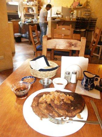 El Buen Cafe: Yum!  Ginger pancakes with homemade applesauce!