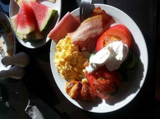 Livadhiotis City Hotel: Завтракай, как королева. Обедай,как принцесса. Ужинай,как нищая. Но увы, я и обедала и ужинала к