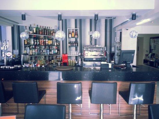 Livadhiotis City Hotel : Бар в  отеле...