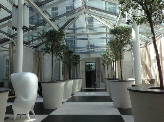 H15 Boutique : Atrium
