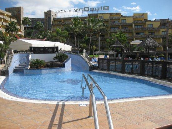 Piscina bild fr n bluebay beach club san agust n - Apartamentos bluebay beach club ...