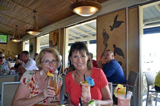 Kalypso Island Bar and Grill: Enjoying the Iniki Mai-Tai