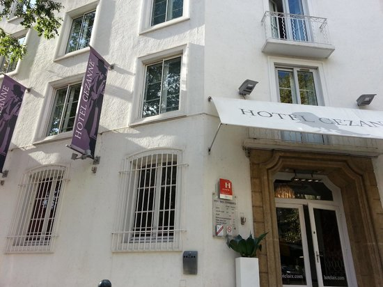 Hotel Cezanne: Curbside