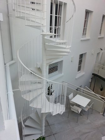 Hotel Cezanne : Cool stairwell/fire escape