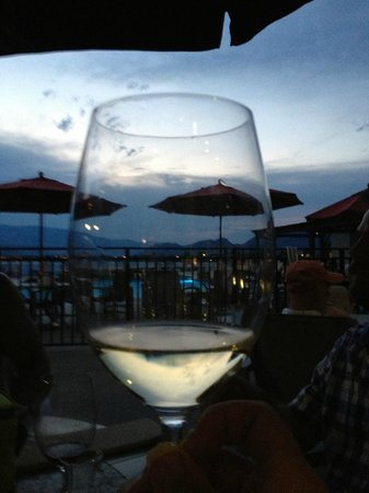 Walnut Beach Resort: Dinner with friends