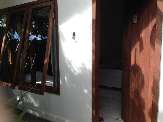 Hotel Pousada Arraial Candeia: Entrada habitacion