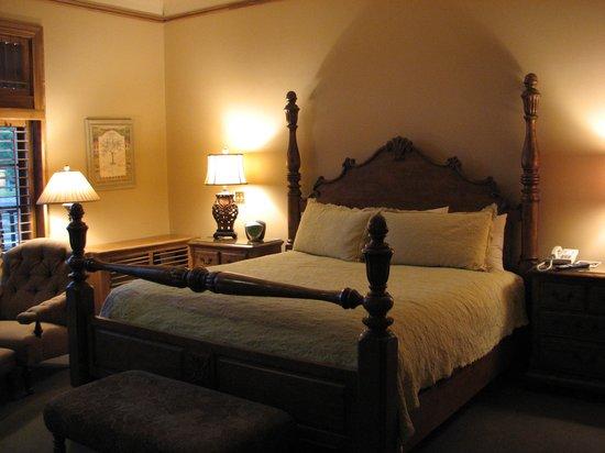 The Herrington Inn & Spa: Romantic bed