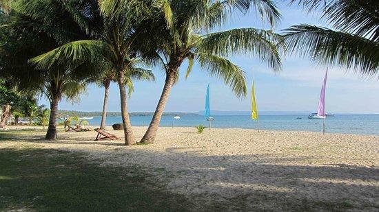 Holiday Beach Resort: Paradies - at day